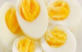 """دستور تهیه """"تخم مرغ آب پز"""" خانگی ساده"""